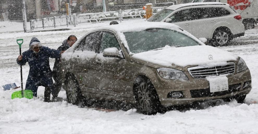 pendant ce temps l u00e0  il neige aussi au japon
