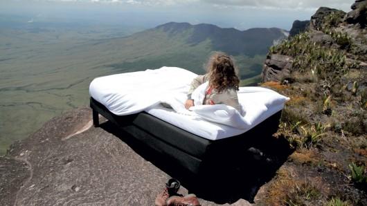 Ibis envoie un aventurier dormir au sommet d'une montagne